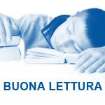 """bambino che si addormenta sui libri e in evidenza la scritta """"buona lettura"""""""