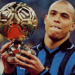 Ronaldo all'Inter con il Pallone d'Oro