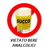 """segnale di divieto con all'interno l'immagine di un bicchiere di succo di frutta e sotto la scritta """"vietato bere analcolici"""""""